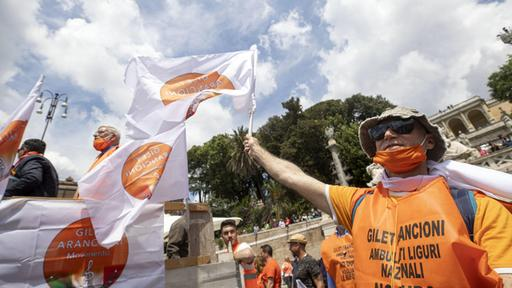 Protest der Orange-Westen in Rom | Bildquelle: MASSIMO PERCOSSI/EPA-EFE/Shutter