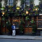Pub in London | REUTERS