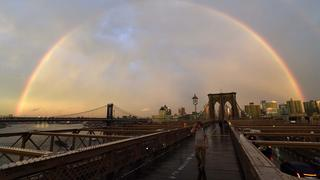 https://www.tagesschau.de/multimedia/bilder/regenbogen-brooklyn-bridge-101~_v-teaserM.jpg