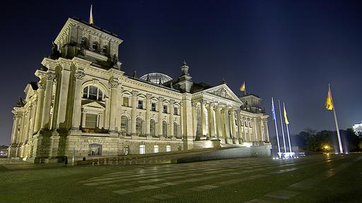 Reichstag in Berlin bei Nacht | picture alliance / Arco Images G