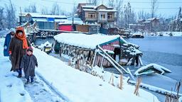 Winterstimmung am Dal-See in Srinagar/Kaschmir