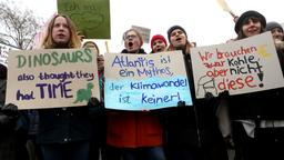 Schülerdemo ''Fridays for Future'' in Berlin | Bildquelle: ADAM BERRY/EPA-EFE/REX