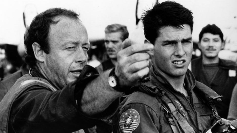 "Regisseur Tony Scott (links) mit Hauptdarsteller Tom Cruise am Set zu ""Top Gun"""