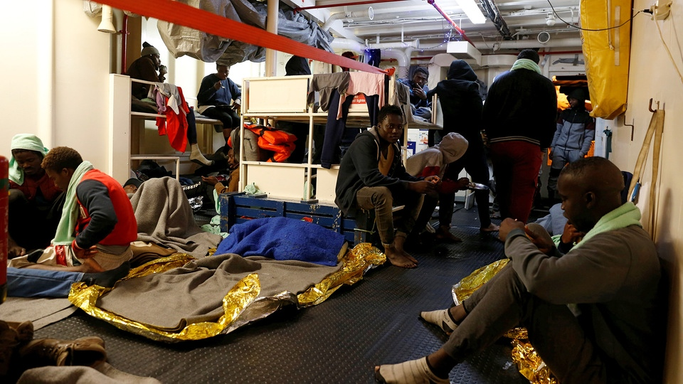 Migranten an Bord der Sea-Watch 3 | Bildquelle: REUTERS