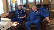 US-Astronaut Hague (links) und Roskosmus-Chef Dmitri Rogosin.