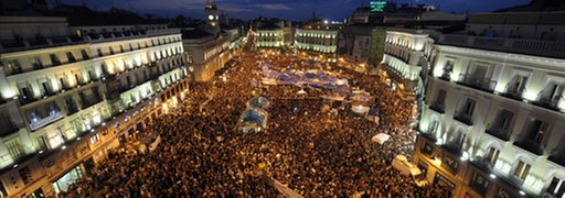 Demonstranten auf dem Platz Puerta del Sol in Madrid