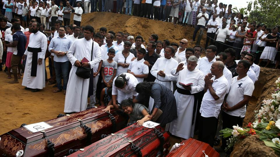 Massenbeerdigung in Negombo in Sri Lanka | Bildquelle: REUTERS