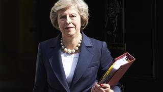 Theresa May vor Downing Street No. 10 | Bildquelle: AFP