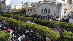 Demonstration auf der Avenue Bourguiba in Tunis