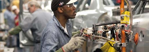 Arbeiter in GM-Werk in Fairfax im US-Staat Kansas