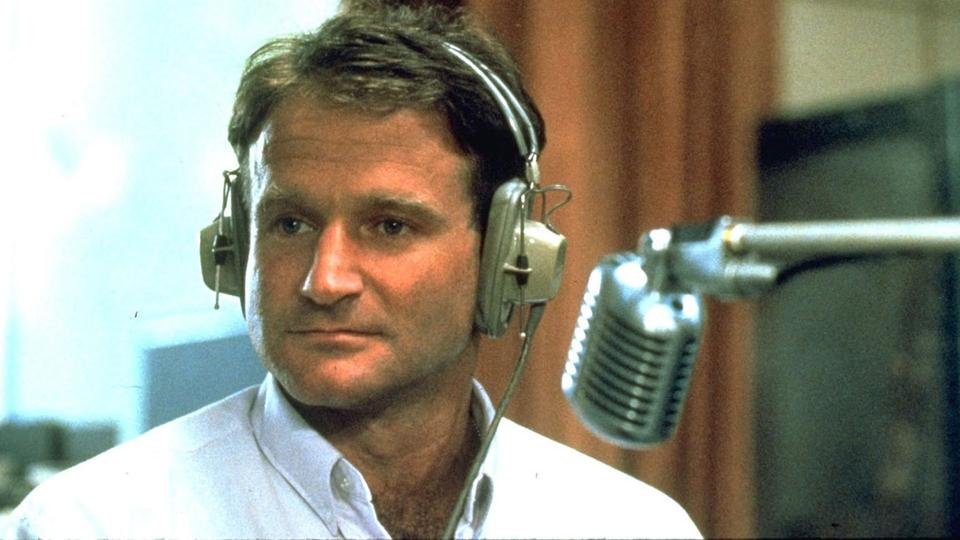 "Robin Williams als Cronauer in dem Film ""Good Morning, America"""