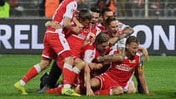 Union Berlin bejubelt den Aufstieg | Bildquelle: Bongarts/Getty Images