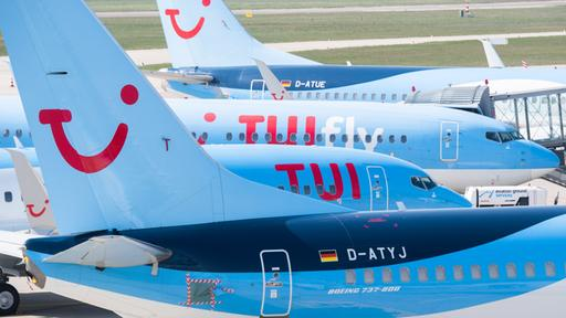 Geparkte Flugzeuge der Airline Tuifly in Hannover | dpa